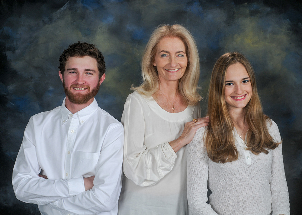 Veronique family trio